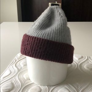 DC gray knit beanie with maroon new with tag